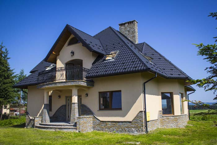 Dach czterospadowy z lukarnami_fot. Blachotrapez