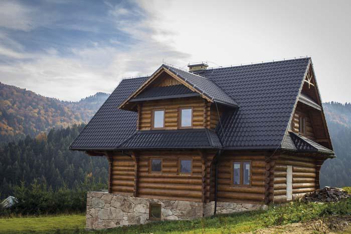 Po sezonie zimowym warto wykonać przegląd dachu_fot. Blachotrapez