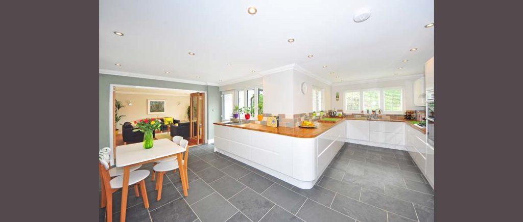 Jak dobrać płytki podłogowe do kuchni
